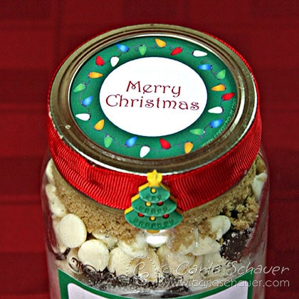 What a cute way to decorate canned holiday gifts! Free Printable Christmas lights canning jar labels from Carla Schauer Designs