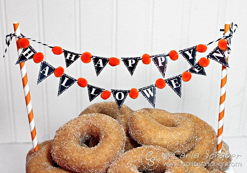 Printable Halloween Mini-Banner with pom-poms on carlaschauer.com blog.