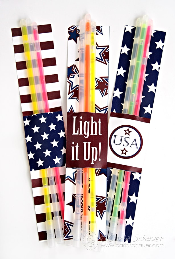 Free Patriotic Glowstick and Sparkler Holder Printables from Carla Schauer Designs. This set coordinates with another free printable patriotic project, and a full Stars & Stripes printable party!