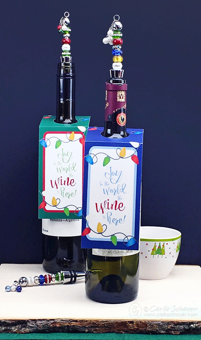 Would be super cute as holiday hostess gifts! How to make the beaded bottle toppers and free printable wine bottle tags. | carlaschauer.com