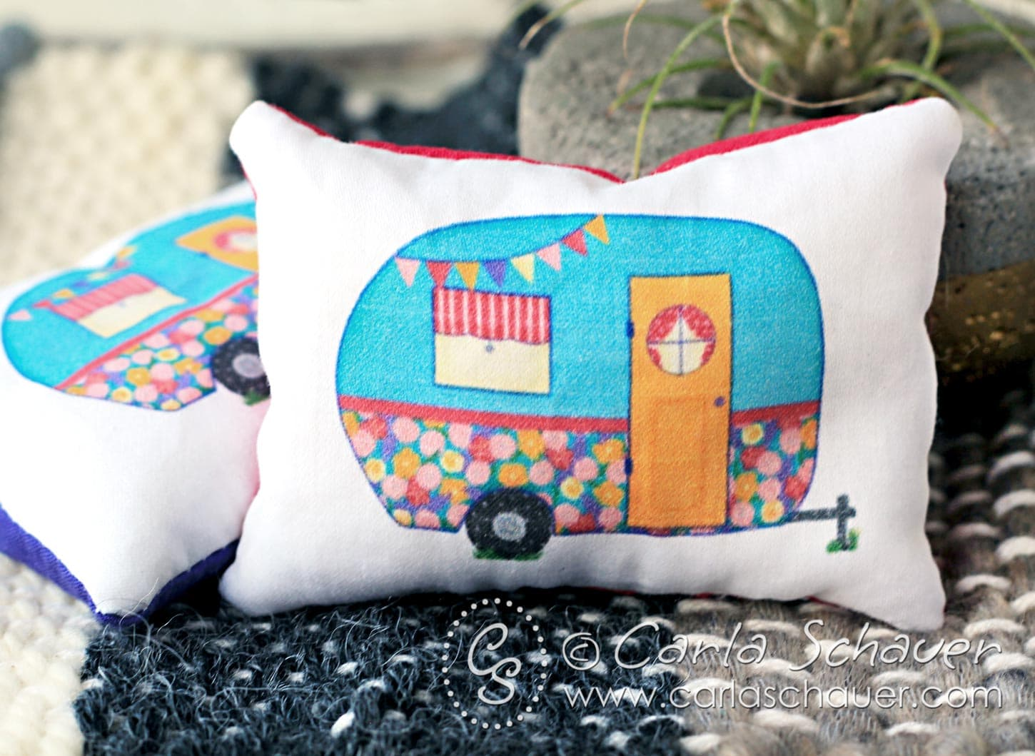 These are adorable! Vintage camper reusable hand warmers. Perfect stocking stuffer idea! | Carla Schauer Designs
