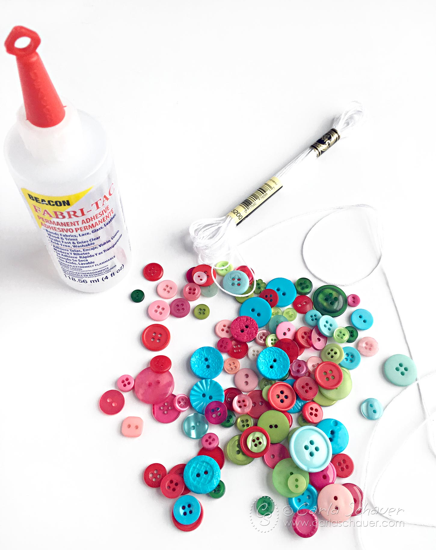 Make a DIY Button Garland for Christmas. | Easy holiday craft from Carla Schauer Studio
