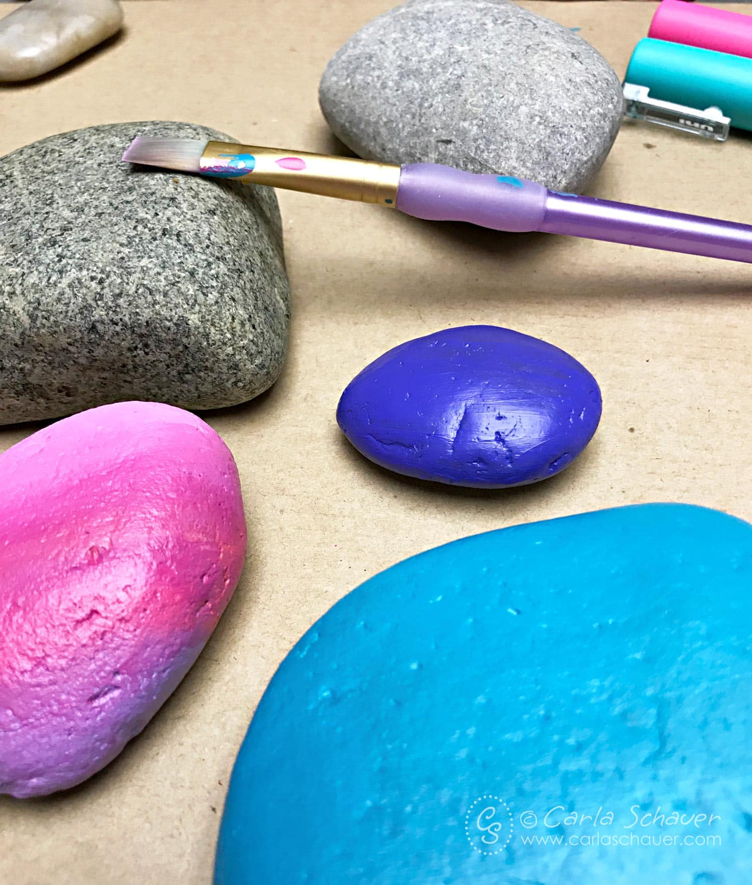 The ultimate guide to the best supplies for painting rocks. Paints, pens, tools, sealers, and more. | Click for the entire guide at carlaschauer.com #easypaintedrocks #paintedrockideas #paintedrocks #rockpainting #decoratedrocks #quickcrafts #teencrafts #tweencrafts #rockpaintingsupplies #paintingsupplies #craftsupplies