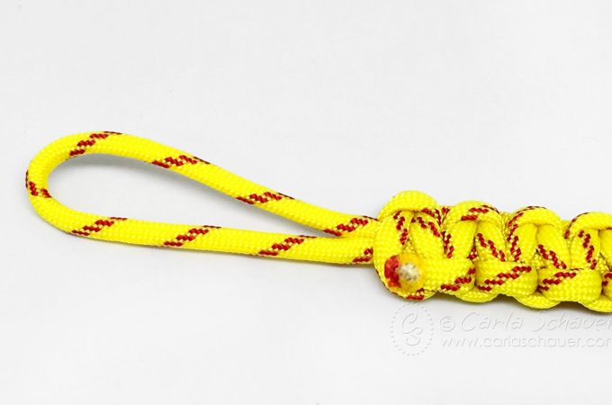How to finish making a paracord keychain
