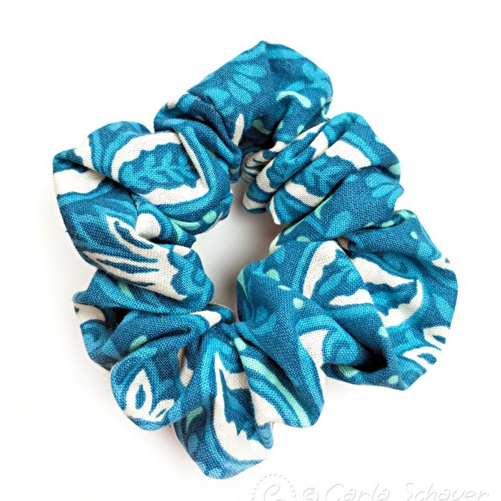 Blue patterned no-sew scrunchie on white background